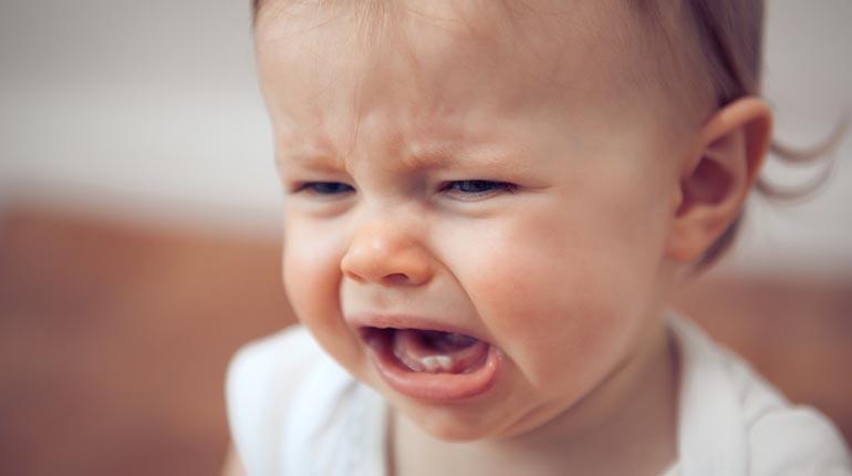 Pourquoi bébé pleure-t-il le soir ?