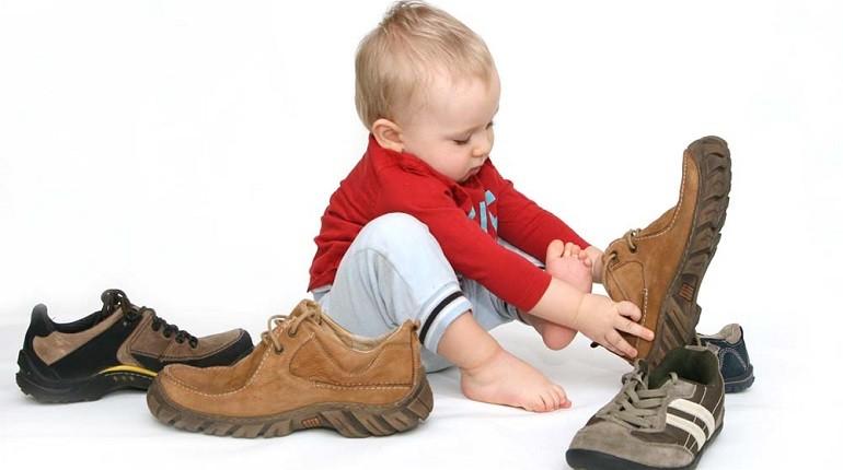 Quelle pointure de chaussures bébé choisir selon l'âge et la taille de son pied ?