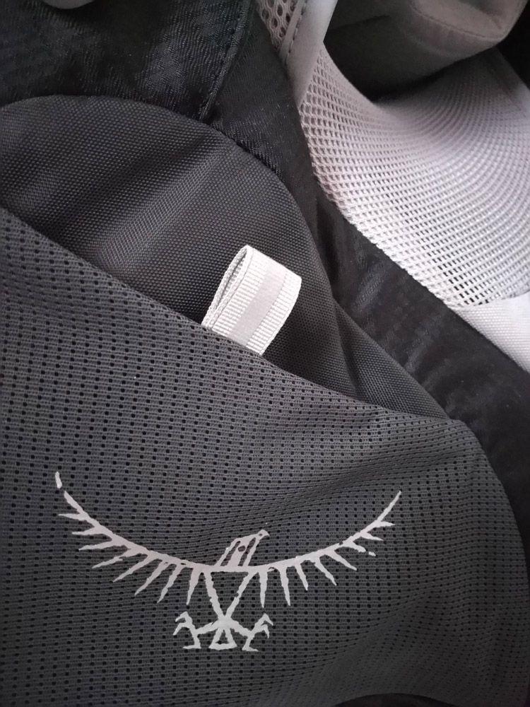 Boucle d'attache poche latérale inférieure droite - Osprey Poco AG