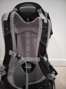 Réglage de la hauteur des bretelles sur taille Lsur le porte bébé Osprey Poco AG -