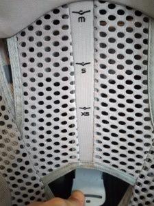Réglage de la hauteur sur taille xs, s, m ou l avec languette sur Osprey Poco Ag Premium