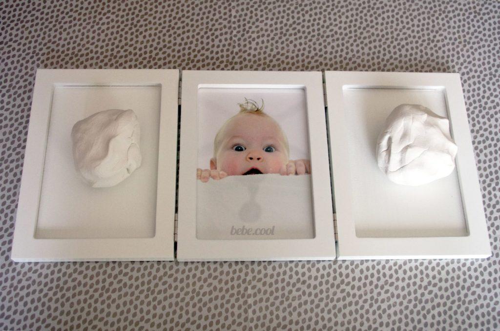 Malaxer l'argile fournit avec votre kit empreinte bébé