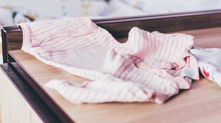 Comment fabriquer vos propres vêtements pour bébé avec une surjeteuse ?